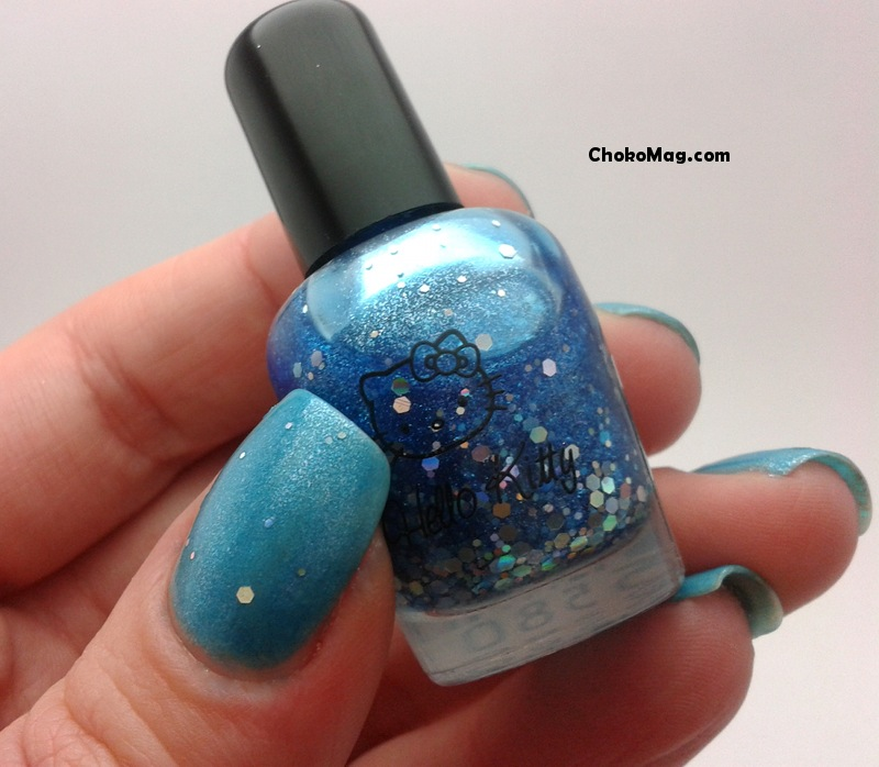 vernis à ongles hello kitty jelly bleu à paillettes holo