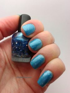 vernis à ongles hello kitty jelly bleu à paillettes holo