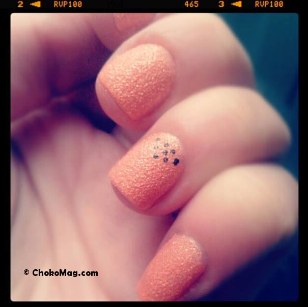 nail art kiko sugar mat sucre orange et points noirs