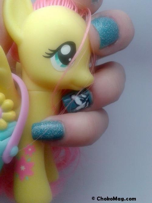 manucure licorne petit poney jaune turquoise et paillettes