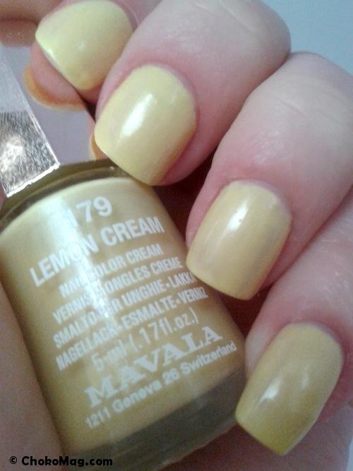 vernis à ongles jaune pastel doux mavala lemon cream