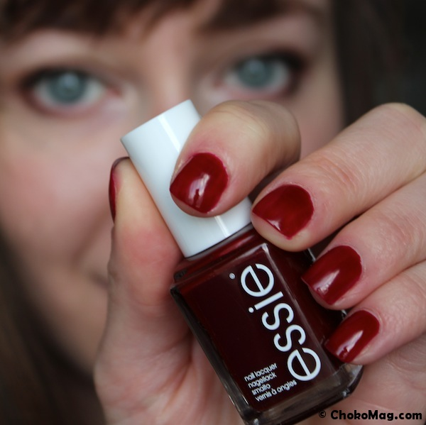 Top Bordeaux par Essie: un vernis basique! TN65