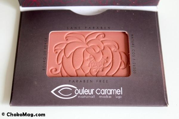 motif rose pressée fard à joue bio couleur caramel