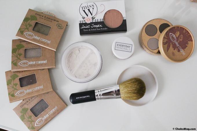 fond de teint mineral et blush everyday minerals au milieu de ma collection de makeup bio