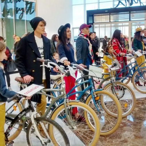 défilé à vélo centre commercial carré sénart