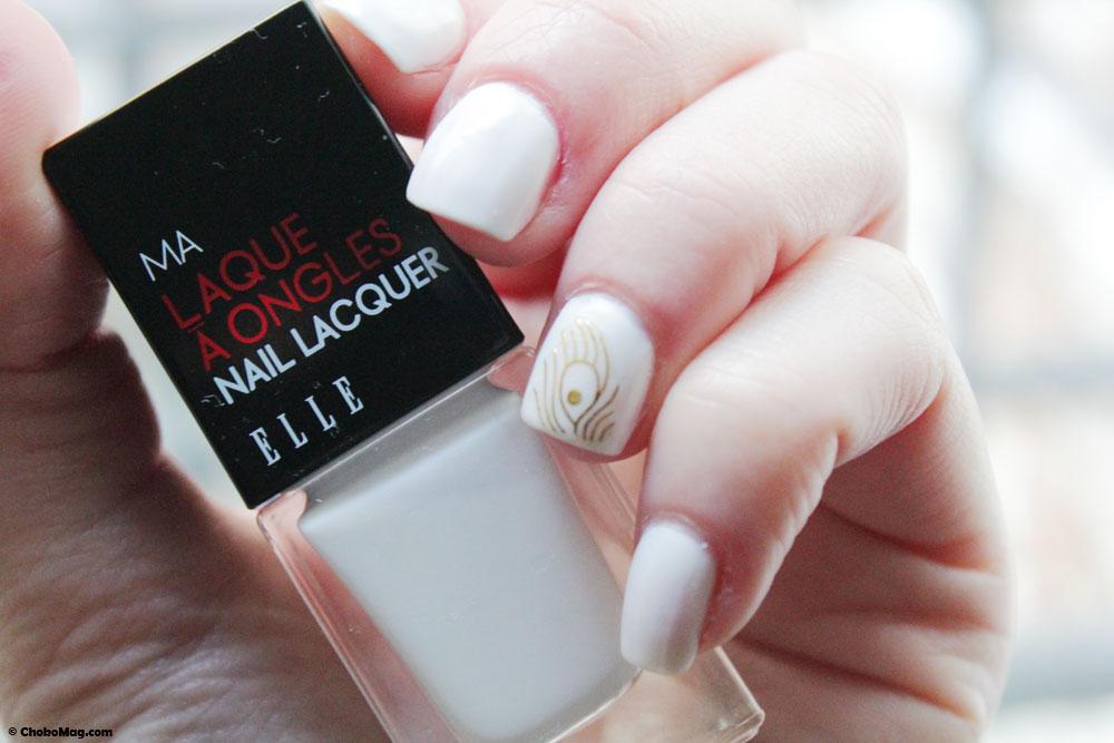 Manucure vernis à ongles blanc tipex ELLE MAKEUP et sticker or 3D
