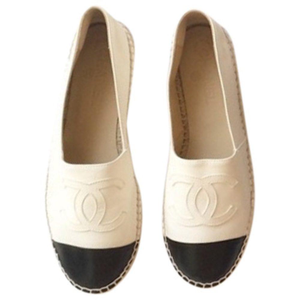 La paire d'espadrilles Chanel