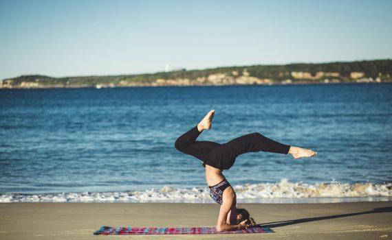 Faire du yoga avec un professeur attitré